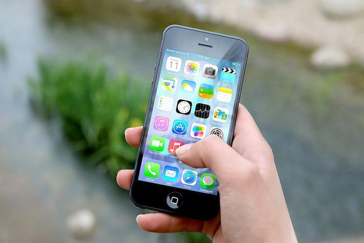 iPhone browsing online